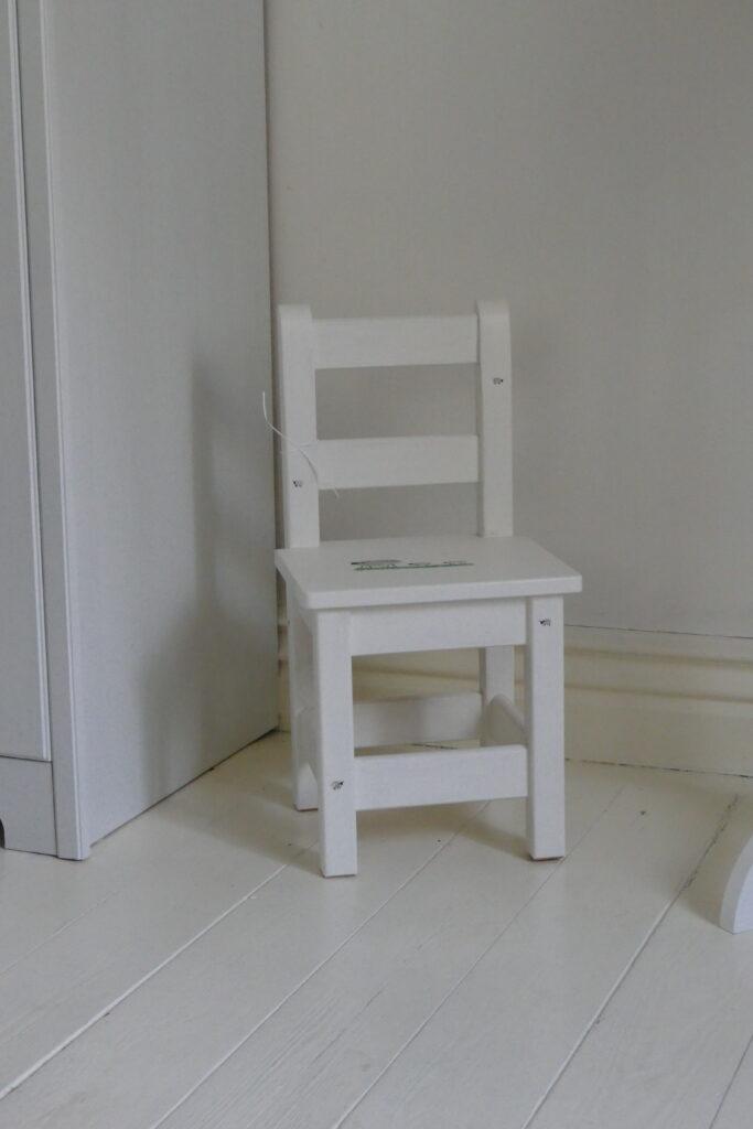 barnstol med fårmotiv